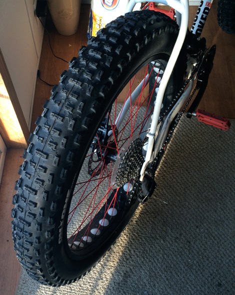 on-one floater fat tire on Charge Cooker Maxi Fat Bike